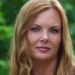 Dr. Lesley Steele